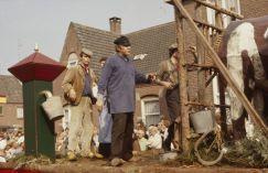http://www.brabantsfaam.nl/#!/1977/de-pleinkijkers/volksgericht-overspelige-vrouw/3 [video 1977]